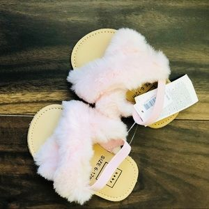 Baby Gap Baby Girl's Light Pink Faux Fur Sandals🌸